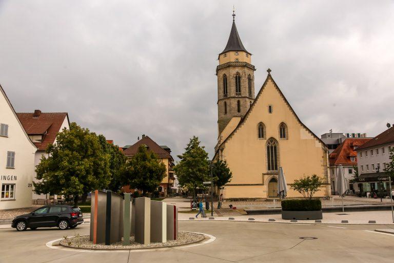 Das neue Pflanzoval auf dem Kirchplatz