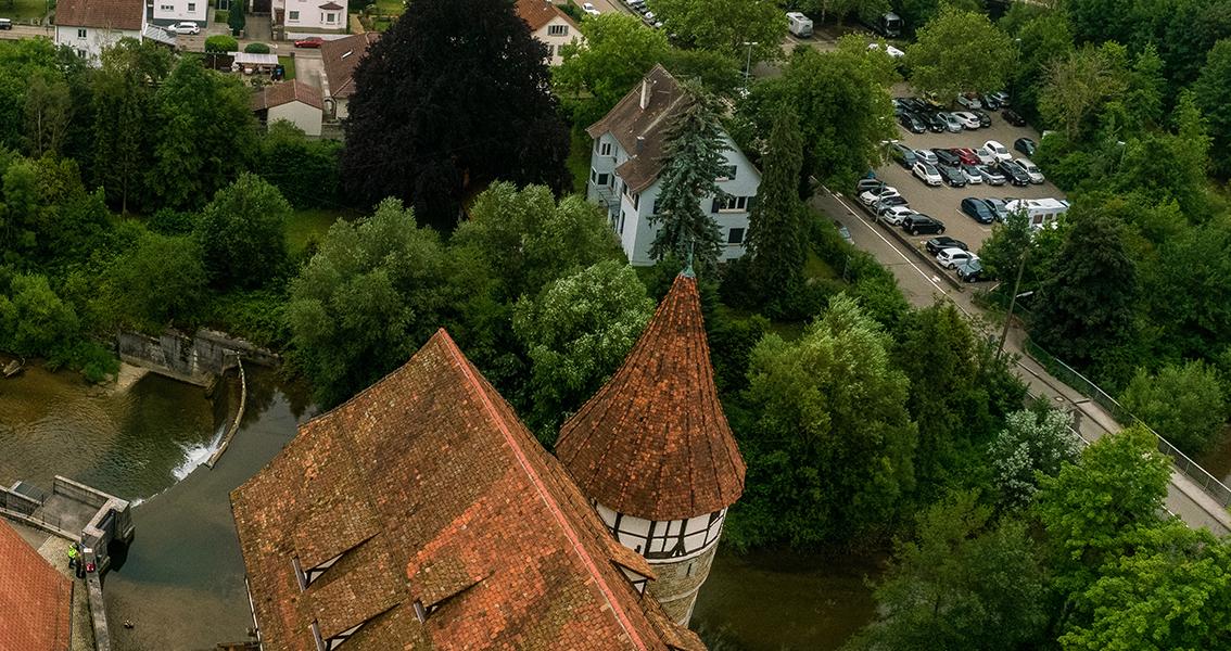 Luftbild vom Schloss und Stauwehr