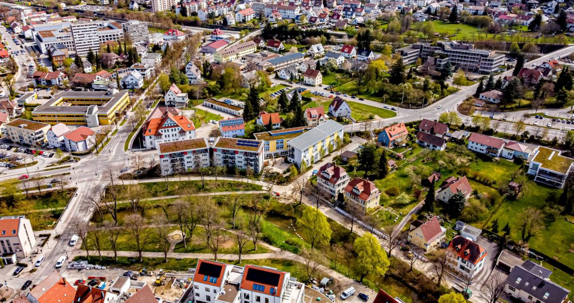 Luftbild der Eyach und dem Stadtpark