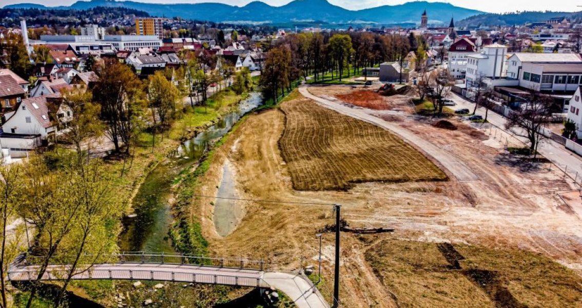 Luftbild des flachen und vorbereiteten Geländes