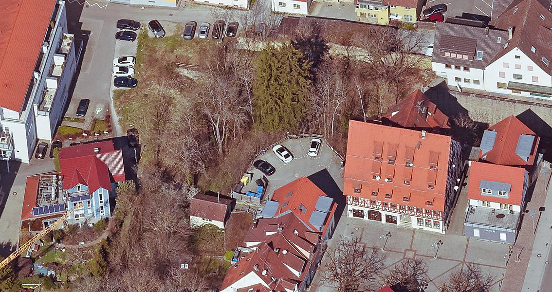 Luftbild mit Straßen und Häusern von Balingen, unter anderem der rappenturm