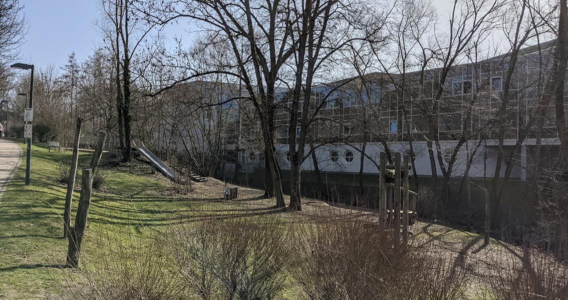 Der Etzelbach-Spielplatz mit Rutsche