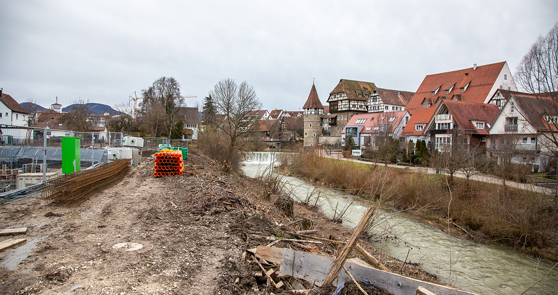 Bauarbeiten am Ufer der Eyach