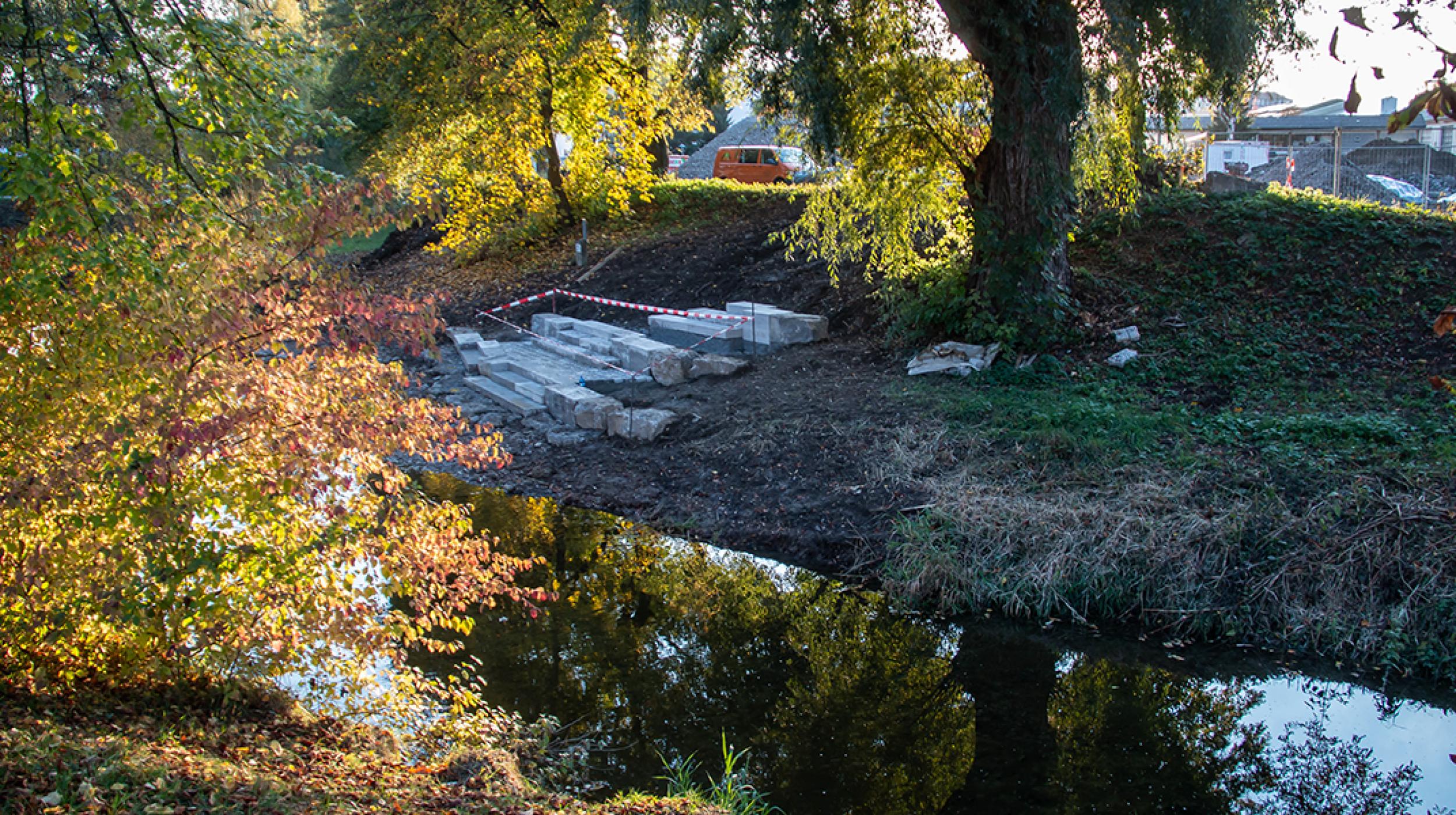 Baustelle von Sitztreppen-Anlage am Fluss Eyach